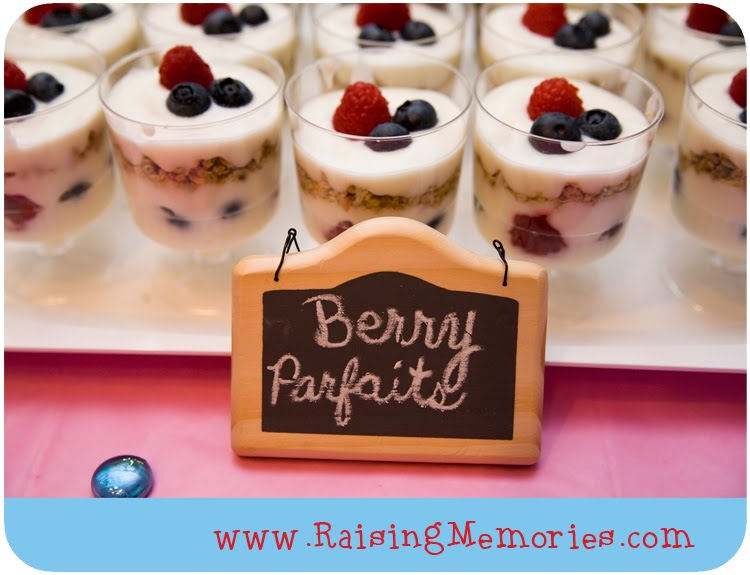 Best Summery Fruit and Yogurt Parfaits by www.RaisingMemories.com