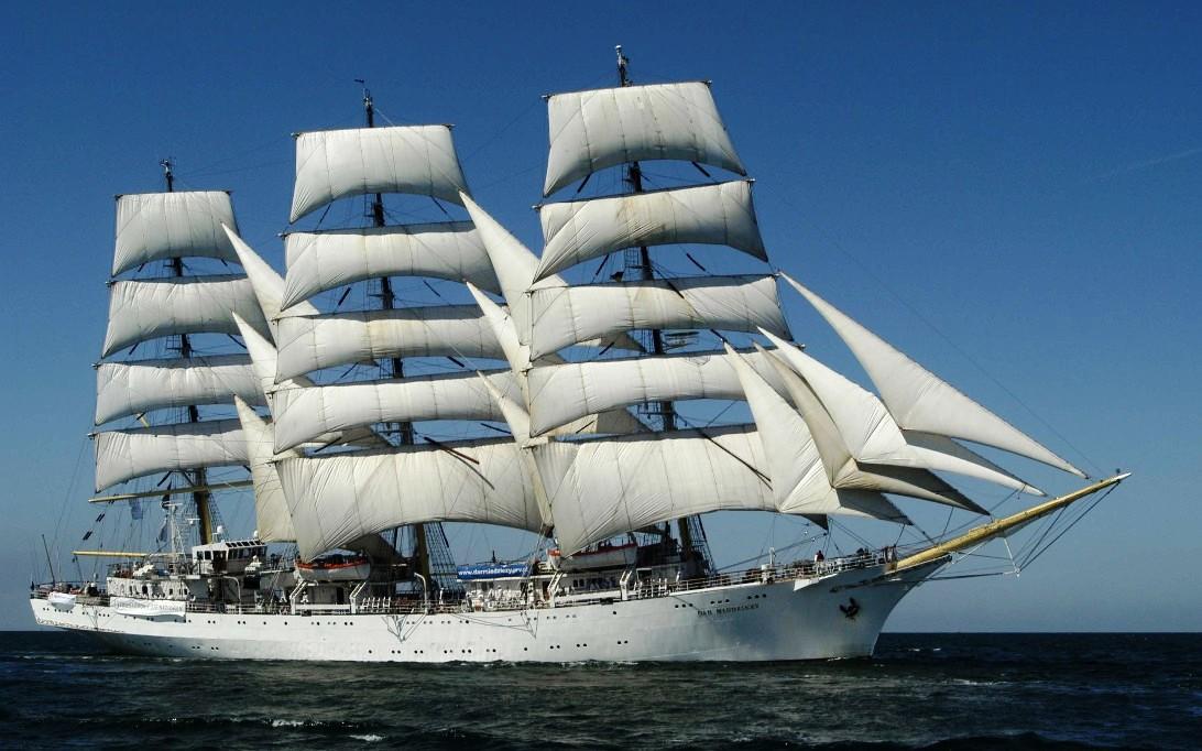 Dar Mlodziezy Sailing Ship Wallpaper 1