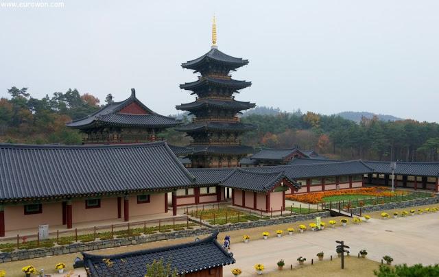 Reproducción del templo Neungsa en el Complejo Cultural de Baekje en Buyeo