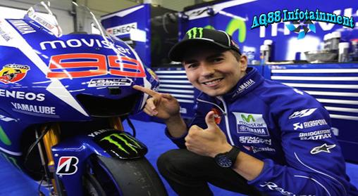elama ini publik selalu melihat logo 'Semakin di Depan' di motor balap MotoGP Yamaha.