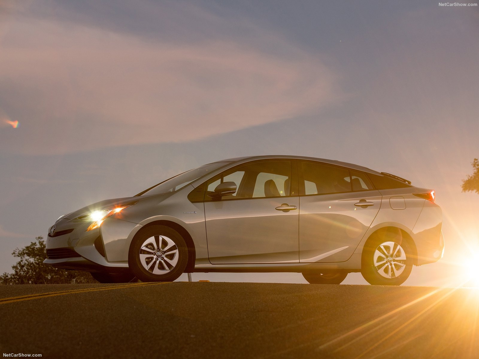 Toyota Prius 2016 - Ông vua trong làng xe Hybrid hiện nay
