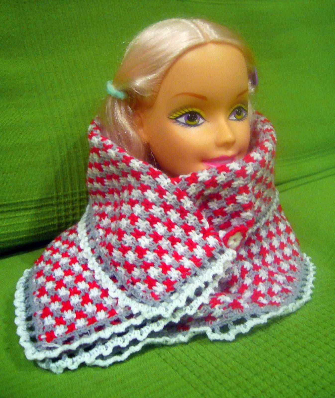 busto de muñeca con bufanda