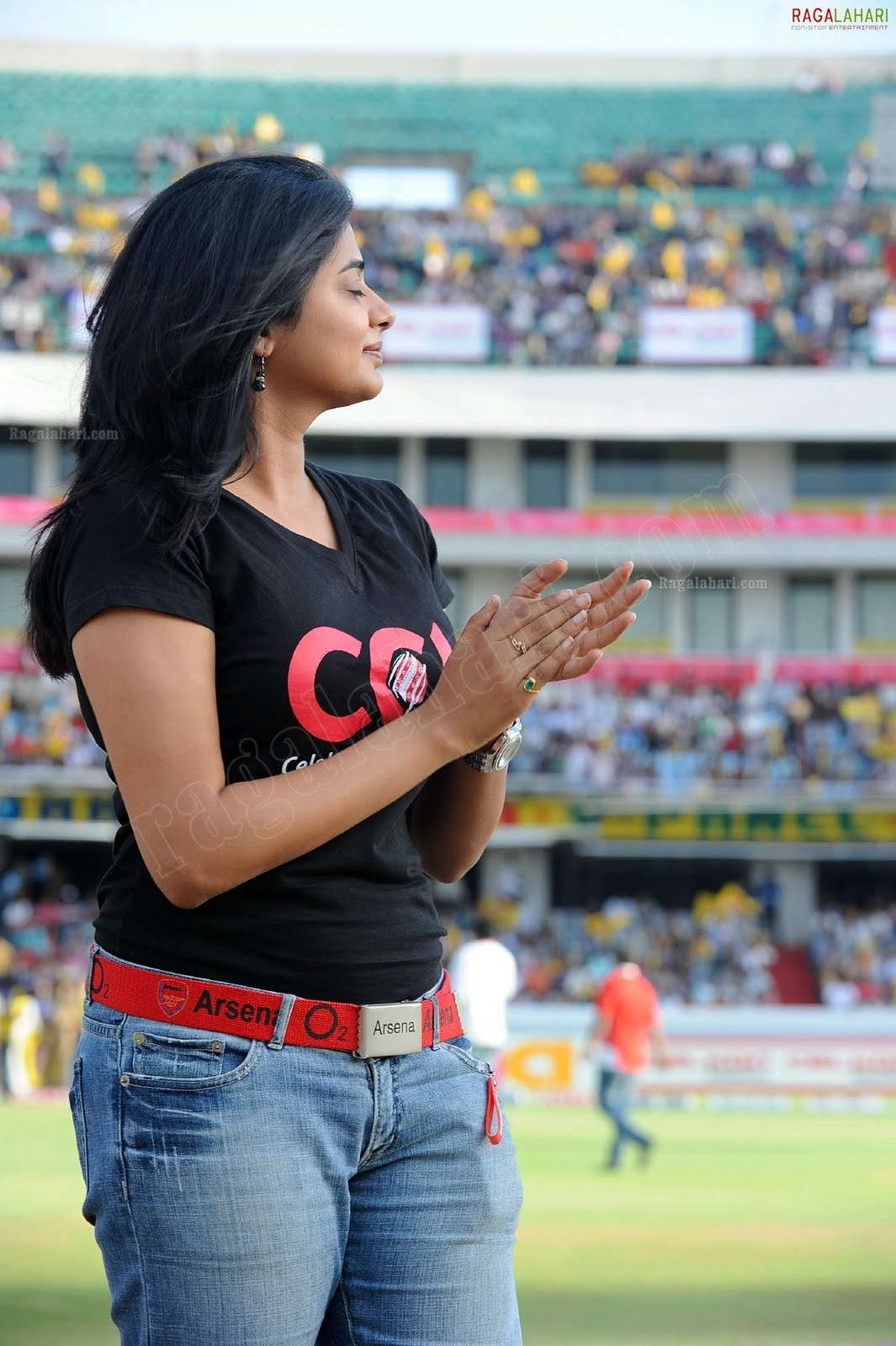 http://4.bp.blogspot.com/-cbKwuyo-gqo/TfoL9nuRvpI/AAAAAAAAIS4/4ptVwp40pz0/s1600/priyamani-high-resolution-celebrity-cricket-league8-0016_indian%2Bmasala_01indianmasala.blogspot.com.jpg