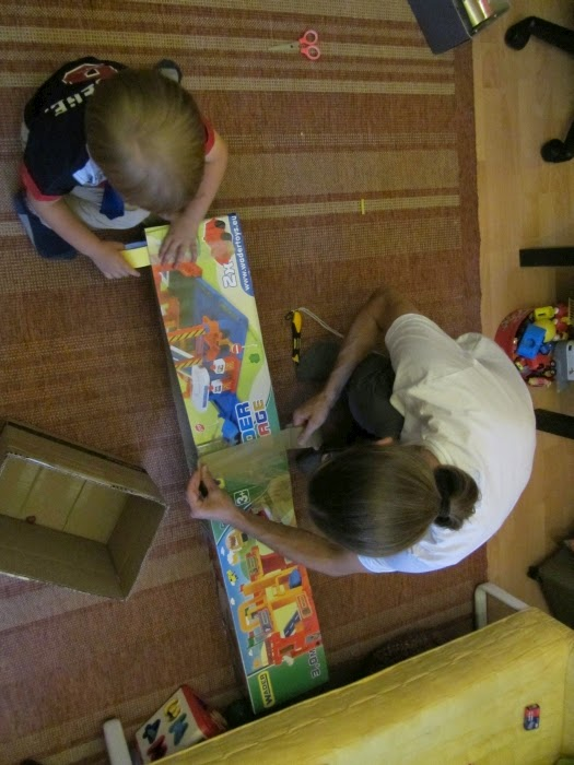 Dźwig żuraw – zabawki z kartonu