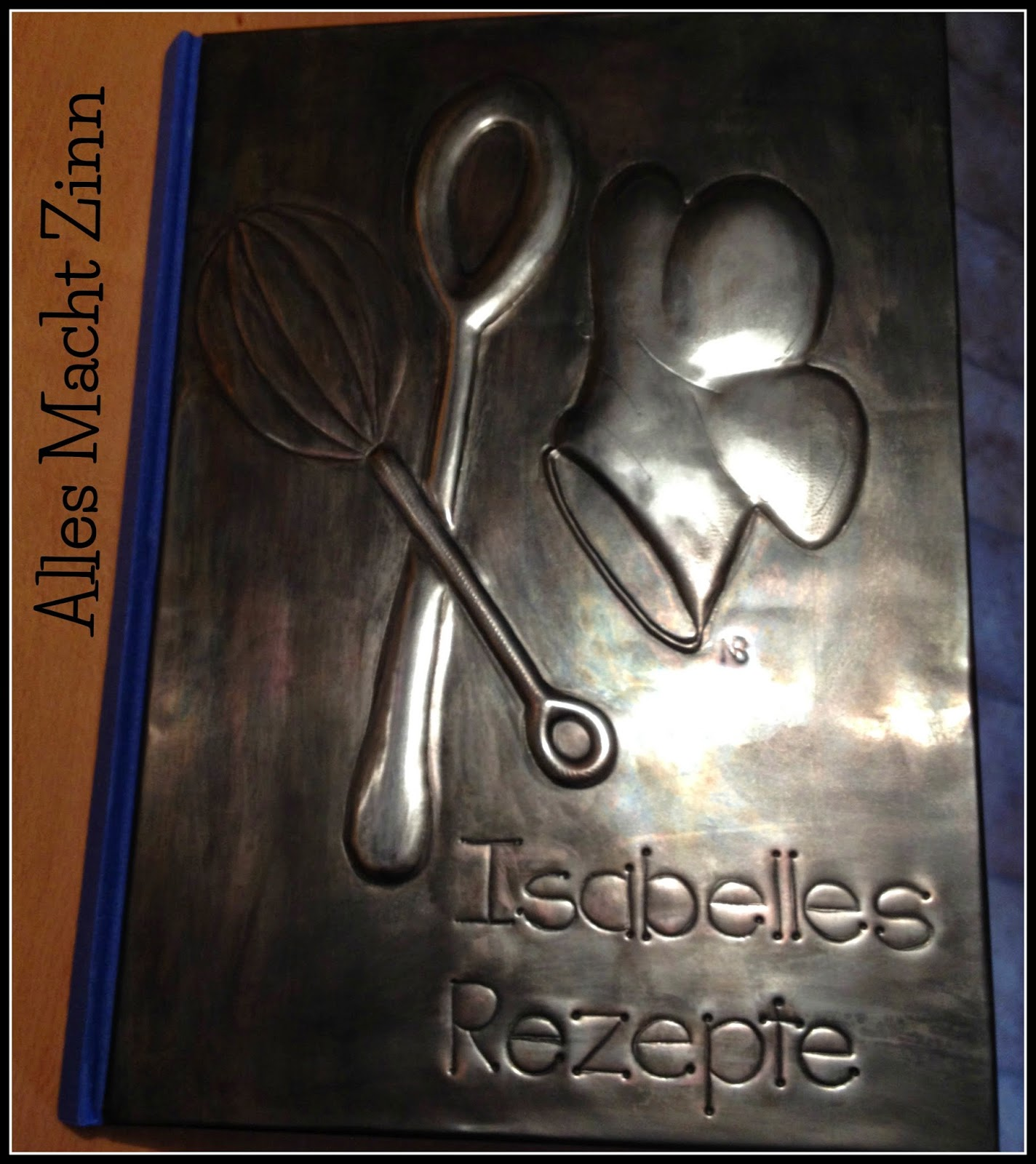 Zinngeprägtes Kochbuch