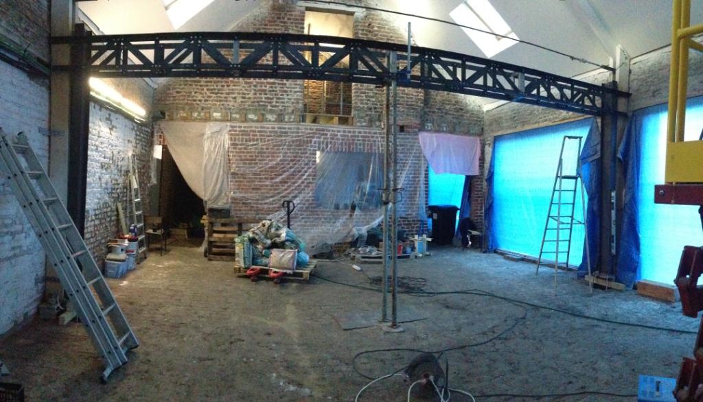 La grande poutre triangul e est install e - Amenagement de grange ...