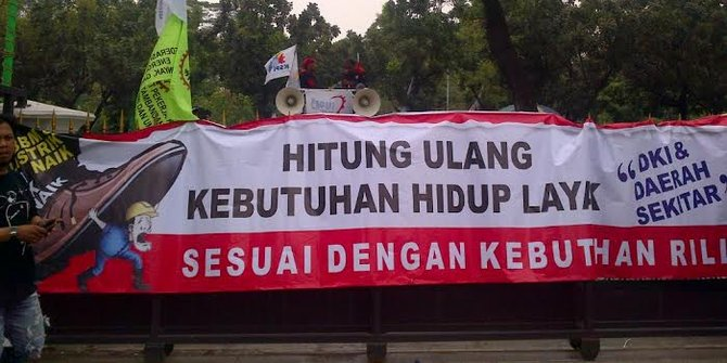 Tuntut UMK Rp3,3 Juta, Buruh Bandung Gelar Aksi Demo