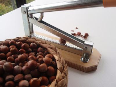 utensilio para cascar frutos secos