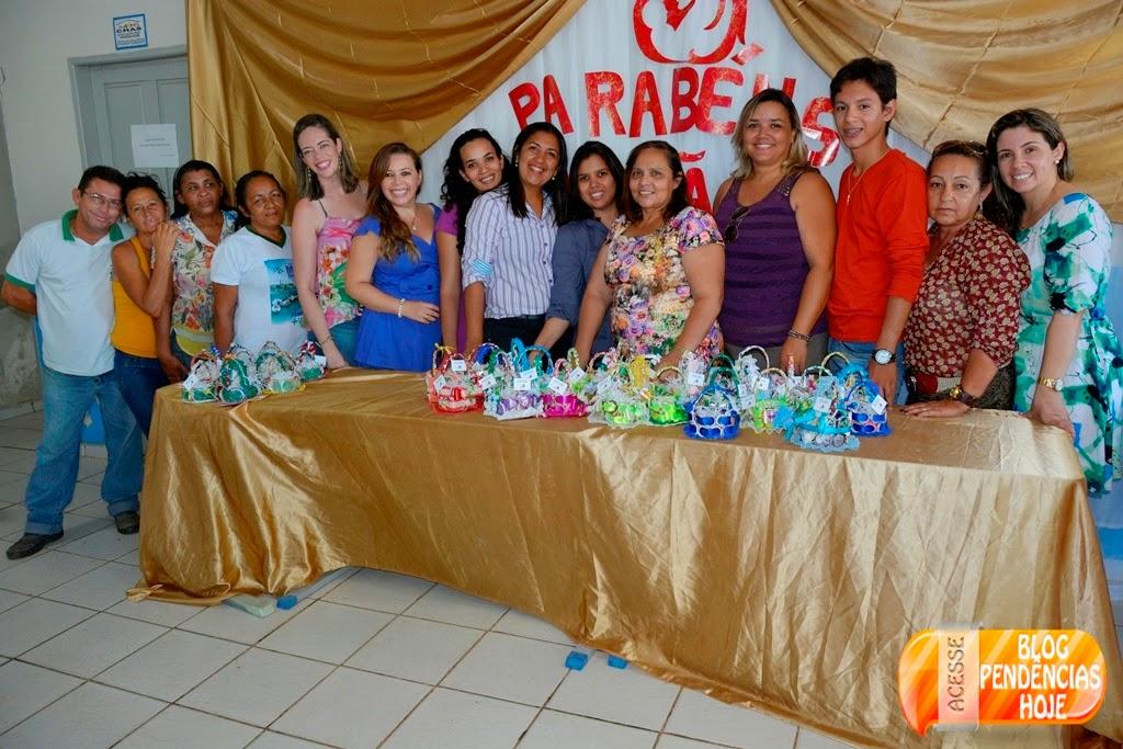 Pendências - CRAS realiza almoço em comemoração ao Dia das Mães.