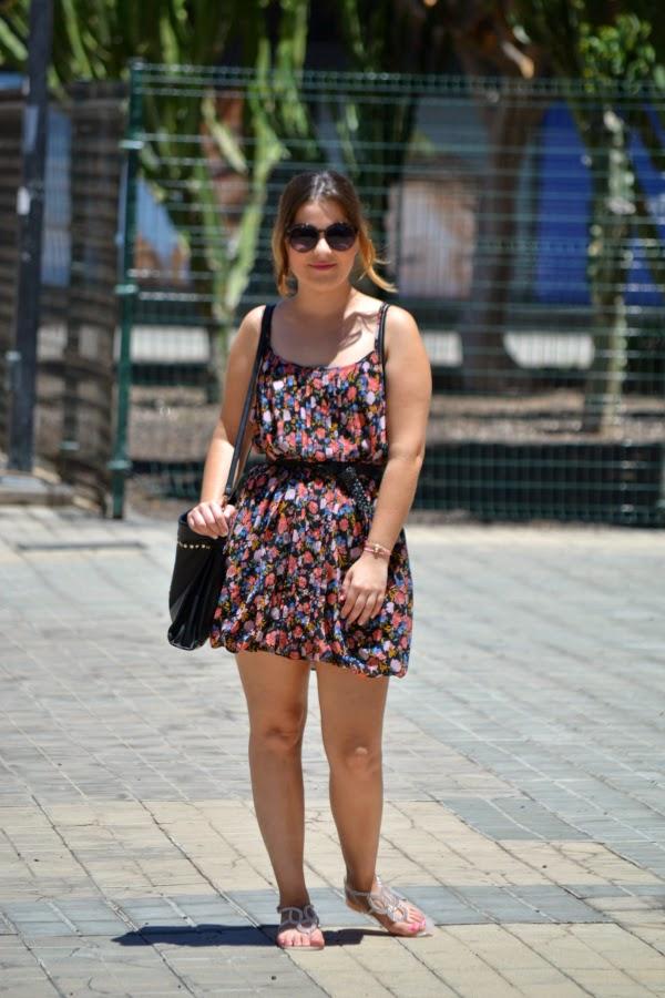 look_outfit_vestido_flores_sandalias_joya_pedreria_nudelolablog_01