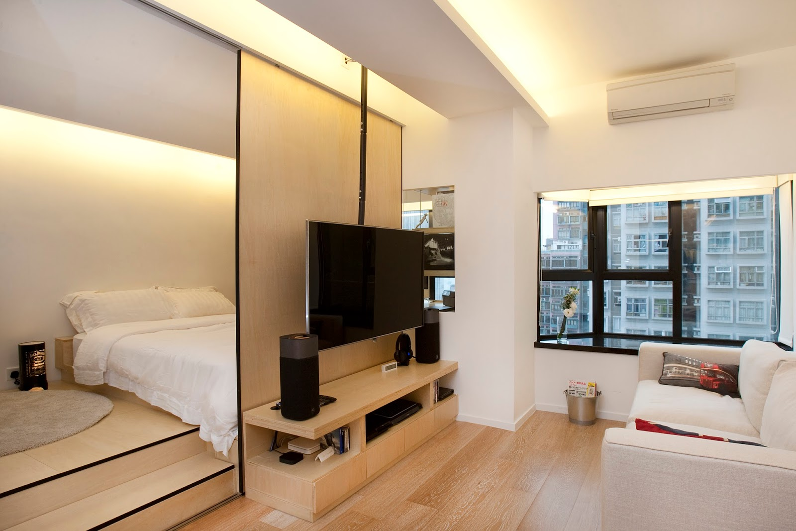 Hong kong interior design tips ideas clifton leung 6 ways to make small spaces look bigger - Tv small spaces design ...