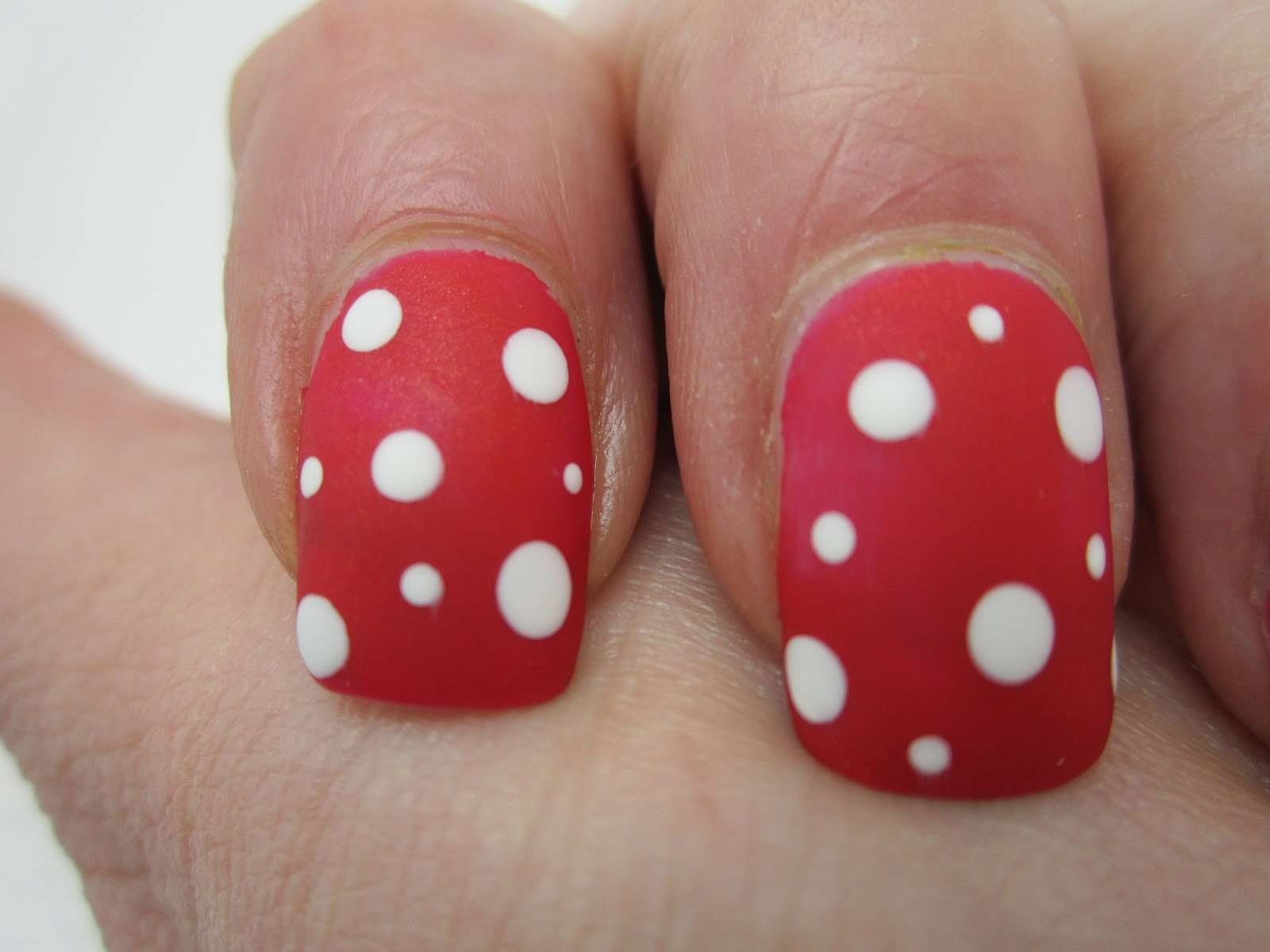 Shellac hollywood with dots