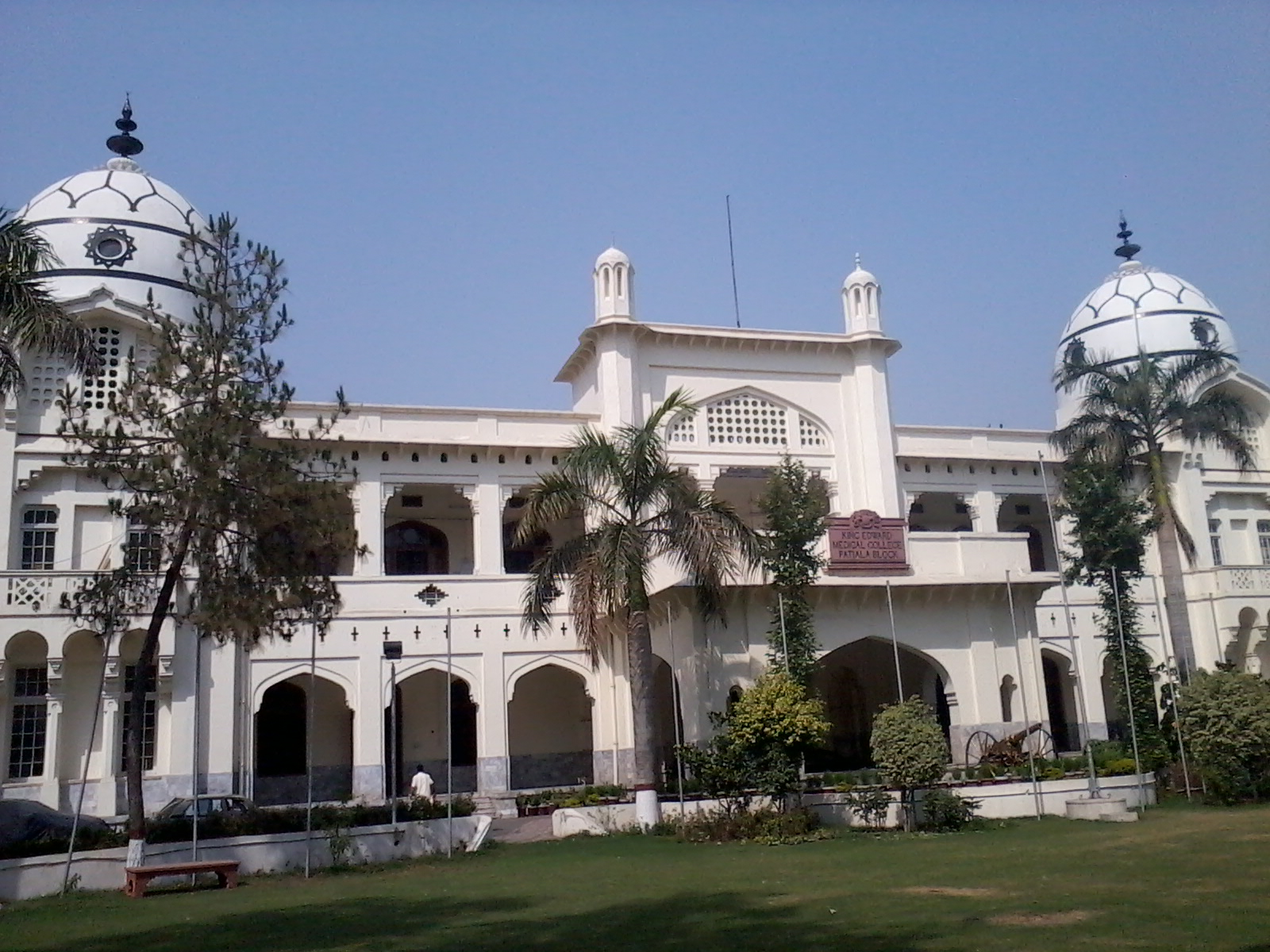 History of Lahore's King Edward Medical University - We Blog The World