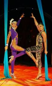 Big Brothers Cirkus se apresenta no Shopping Grande Rio