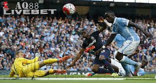 Liputan Bola - Rentetan kemenangan Manchester City di Premier League musim ini dihentikan oleh West Ham United.