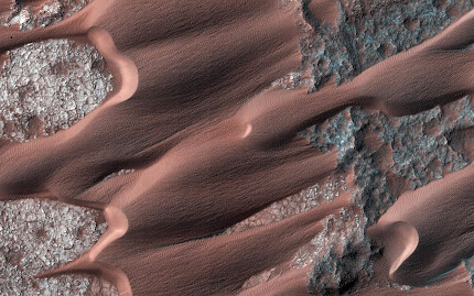 A LOOK AT  THE DUNES OF MARS