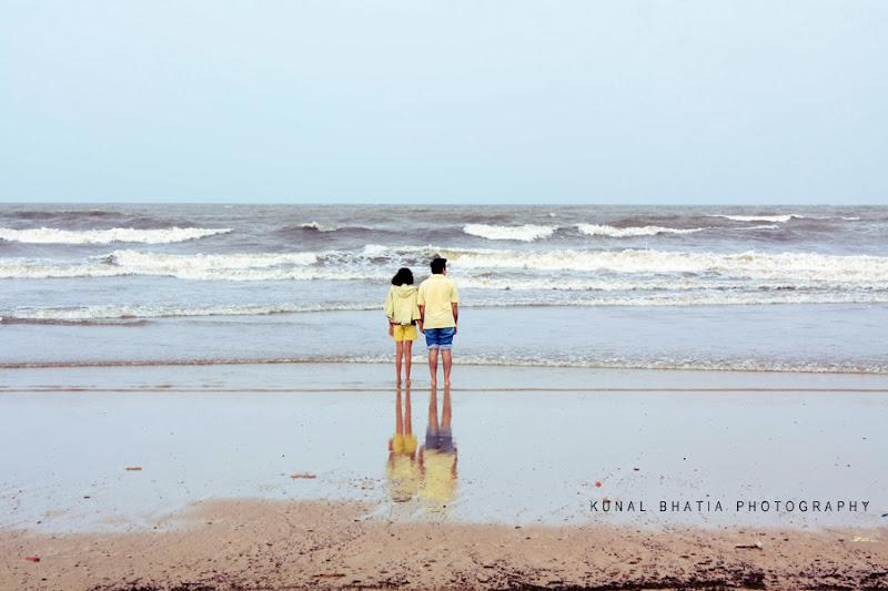 minimal simple photo of standing man and woman on juhu beach in mumbai india by mumbai photographer kunal bhatia