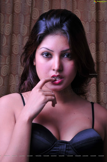 Komal Jha  boobs