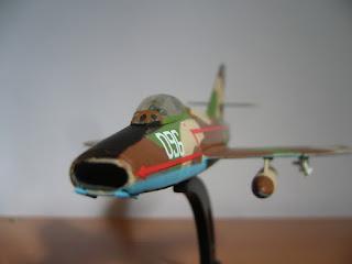 maqueta escala 1/100 Dassault Super Mystere B.2 colección  Italeri 1:100