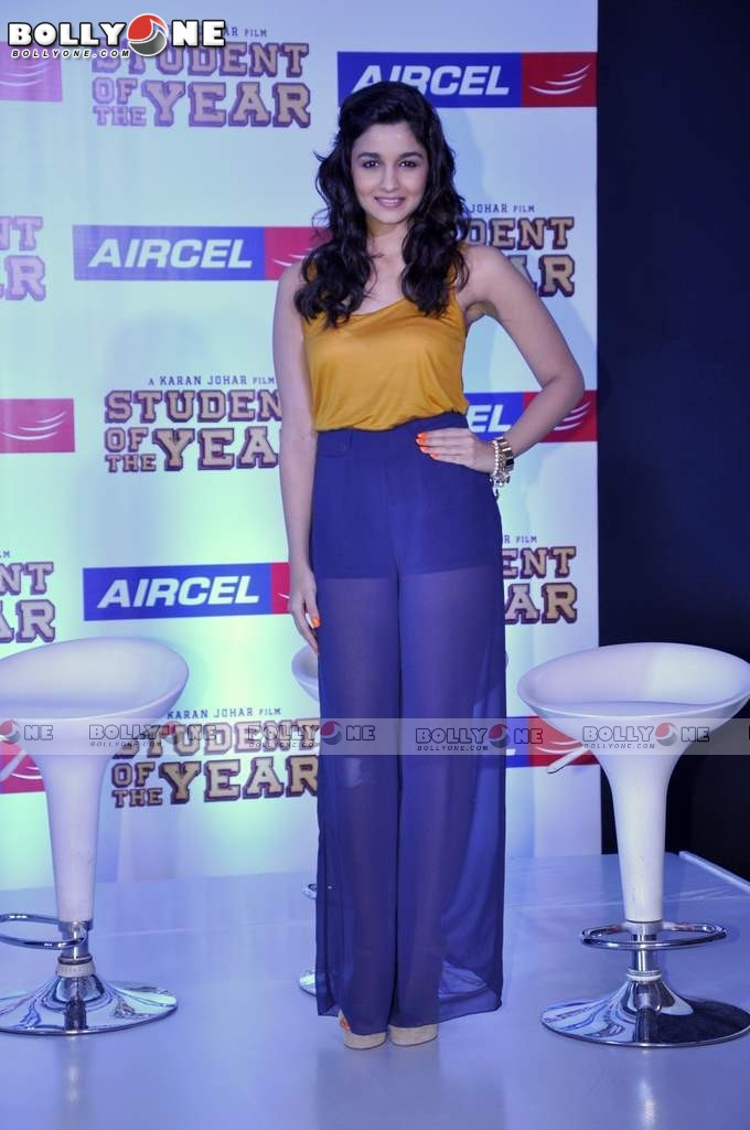 alia bhatt varun siddharth at student of the year aircel