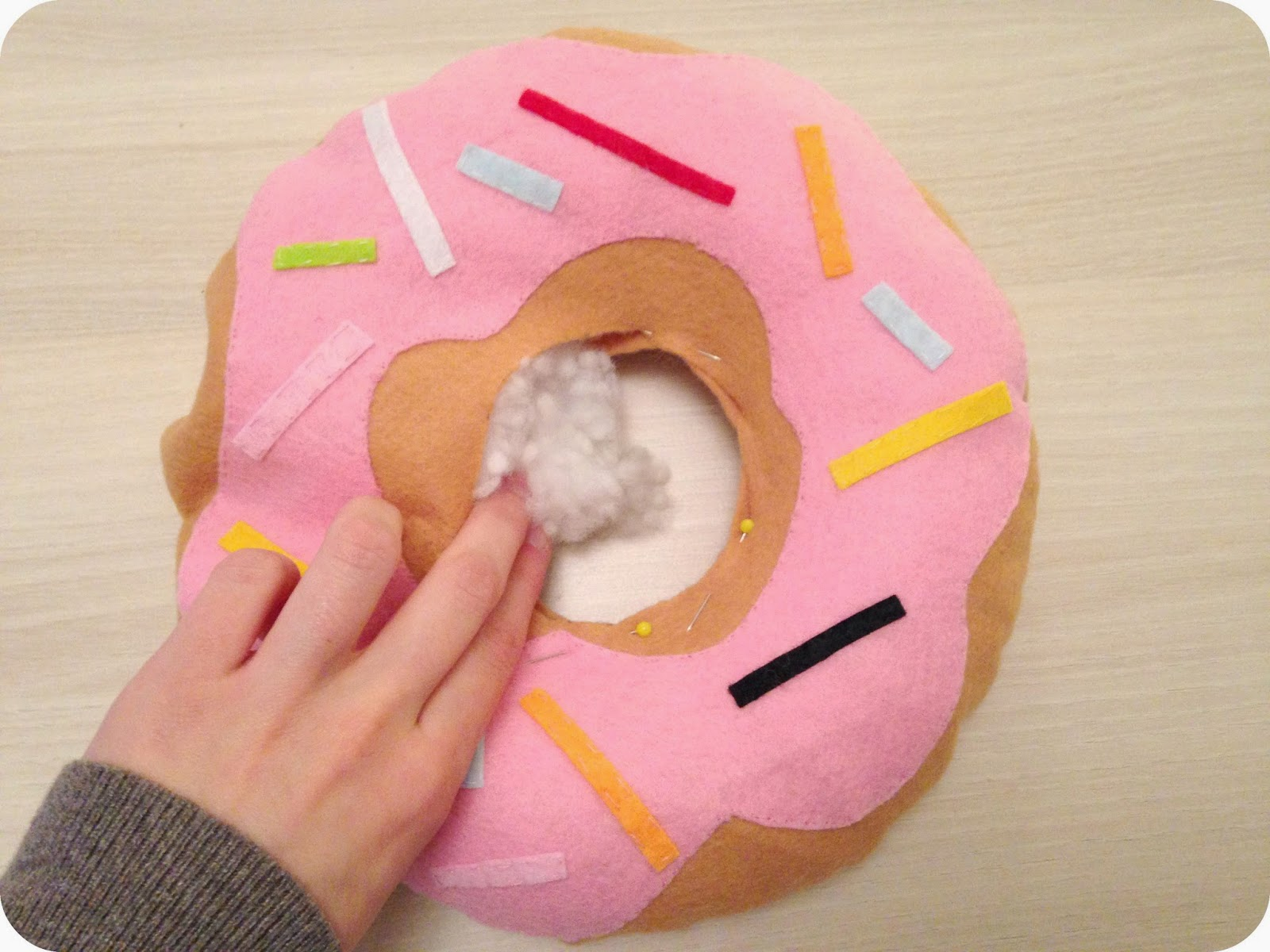 création coussin donut beignet