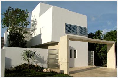 fachada de residencia minimalista con cantera clara