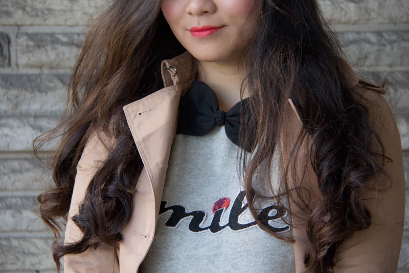 HM-Pulloover, Black-Bow-Tie, Trench-Coat, Long-Hair, Fashion-Blogger