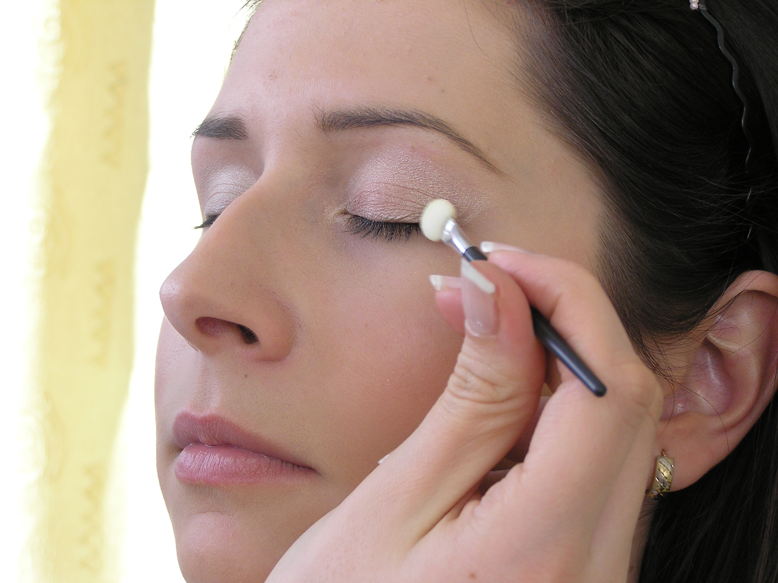 http://4.bp.blogspot.com/-cdOgGgcoKnU/Ti_meyAjUII/AAAAAAAAAMM/jOsnxdJlHM4/s1600/eye-makeup-girl-wallpaper.jpg
