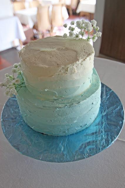 Hochzeitstorte in Schattierung von Blau