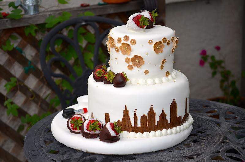 Traylor Made Treats: San Francisco Skyline Wedding Cake
