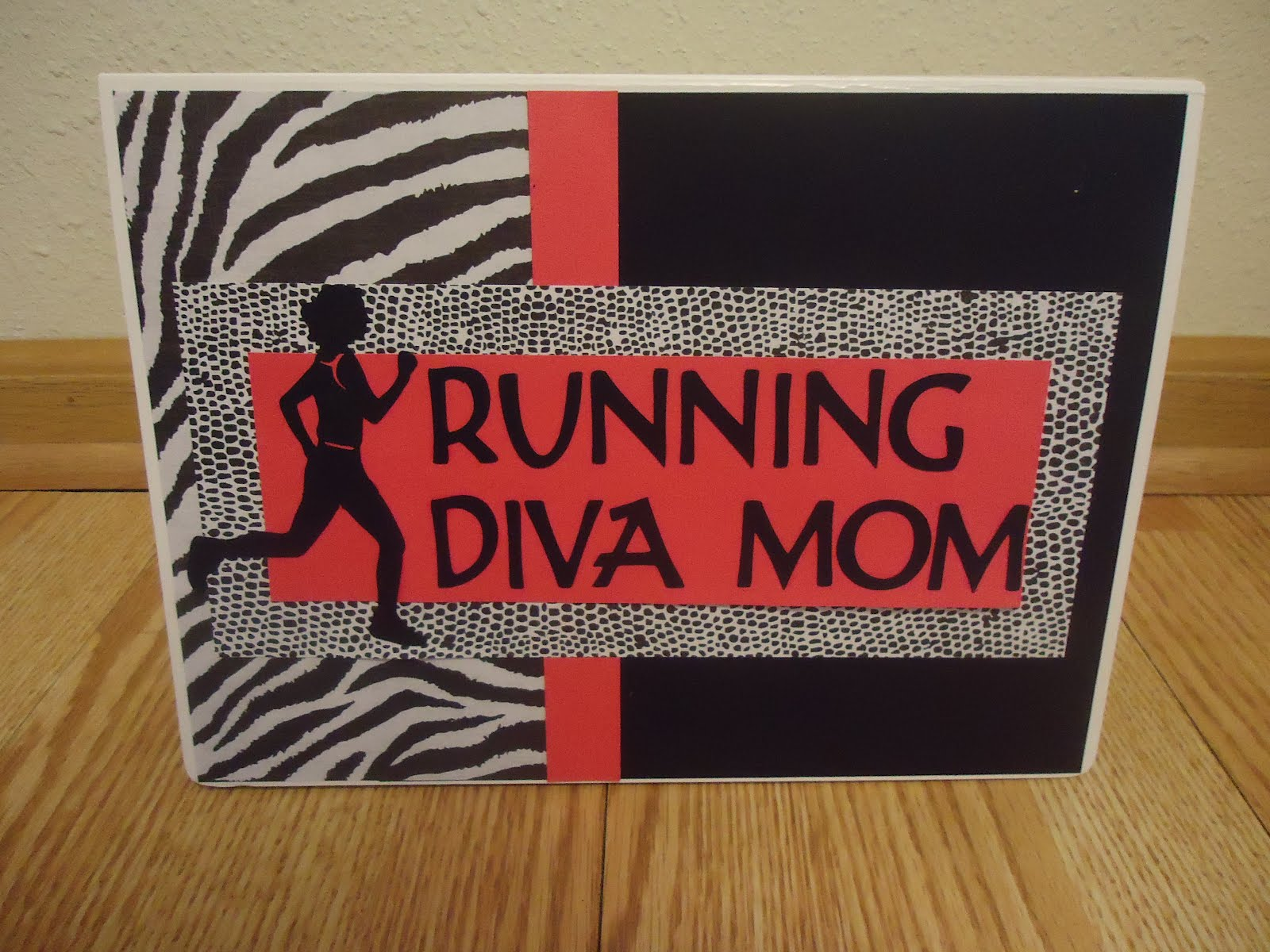 Running scrapbook ideas - Laura Recently Alerted Me About Her New Runner S Race Bib Books Here Are Available On Etsy They Are A Steal For Only 24 The Album Includes 10 Chipboard