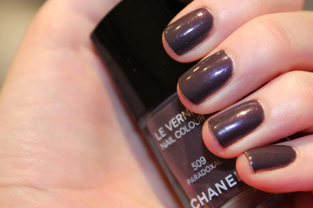 Chanel Nail Varnish/Polish Paradoxal Review Swatches