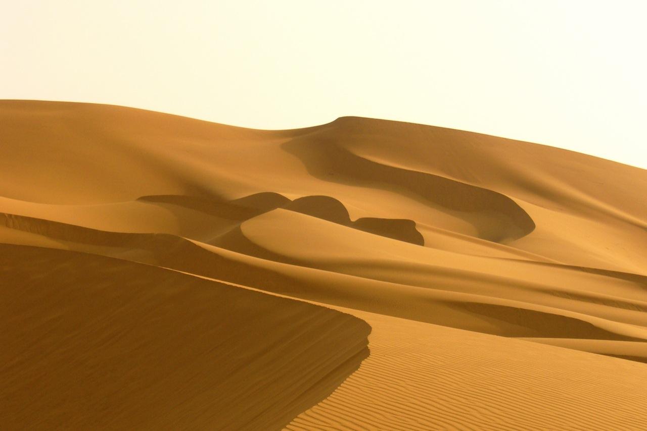 http://4.bp.blogspot.com/-ceDhPpn2Kio/ThrPp0tIKvI/AAAAAAAAAeQ/2GEODLvseF8/s1600/travel-picture-Africa-Morocco-Sahara-Dunes-Alexbip.jpg