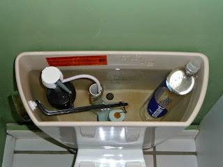 Tiết kiệm nước xã toilet