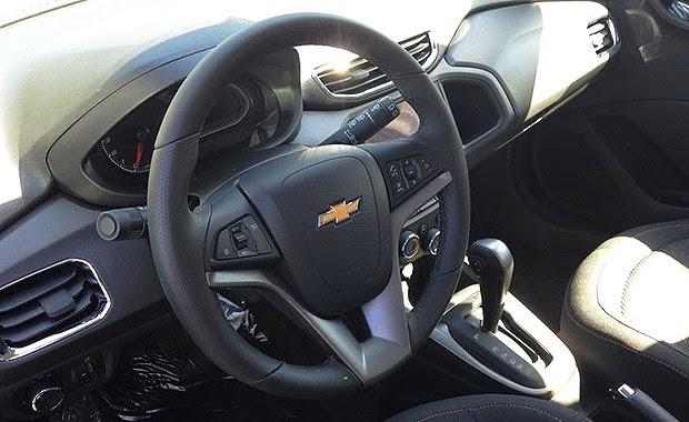 Novo Chevrolet Onix 2015 interior painel