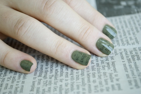 How to do a Newspaper Nails Manicure