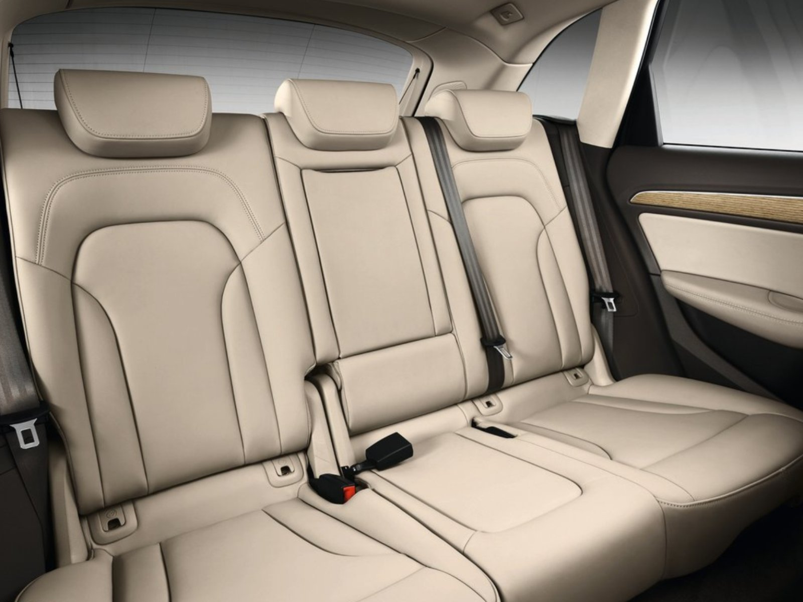The panoramic glass roof also creates a pleasant atmosphere in the interior. The S line sport package offers a ...