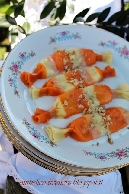 caramelle ai formaggi e speck con salsa all'asiago