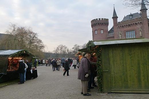 Schloss Moyland Ausflugtipp Niederrhein Weihnachten Weihnachtsmarkt Kunsthandwerkermarkt