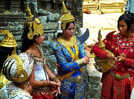 Modern Apsara Cambodian Dance Girls