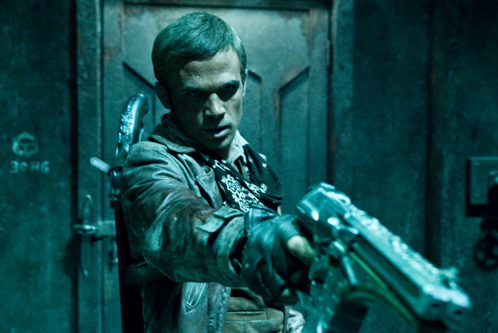 http://4.bp.blogspot.com/-cfWJeljJQ8w/TeOkGbJEJRI/AAAAAAAABBo/tlBvErooyfY/s1600/priest-movie-bigger-gun.jpg