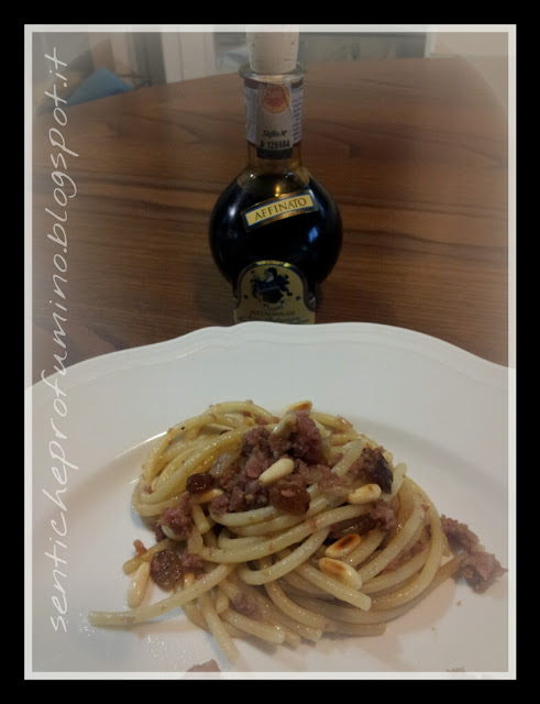 Spaghetti con ragù bianco di cotechino e frutta secca con aceto balsamico