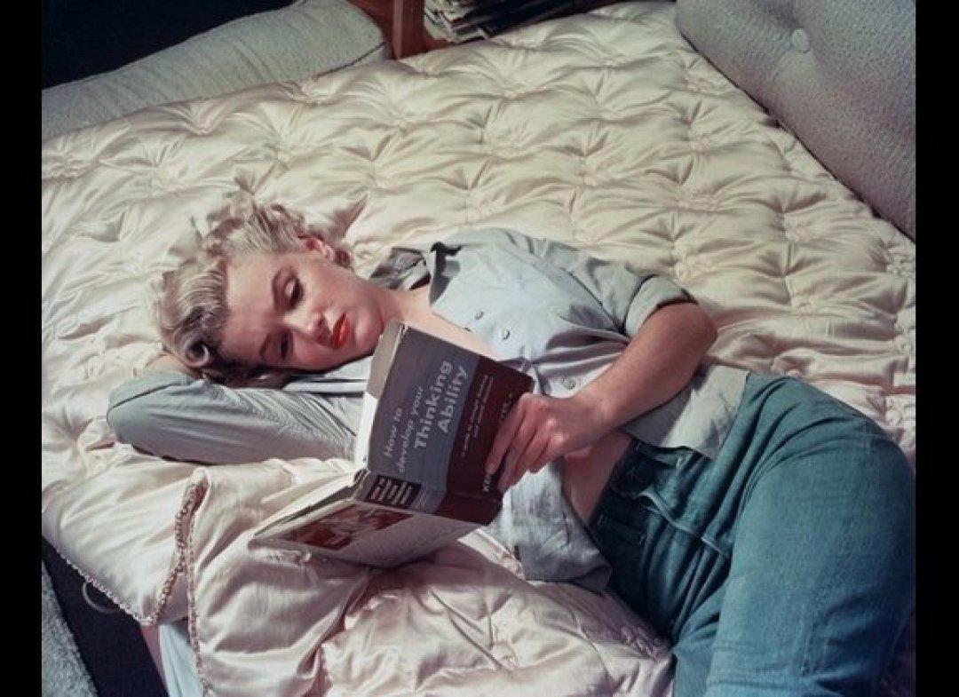 http://4.bp.blogspot.com/-cfkn6RUDKM8/TrnYbv5X43I/AAAAAAAAARw/Vug1H_SoB1c/s1600/Marilyn+Monroe+reading.jpg