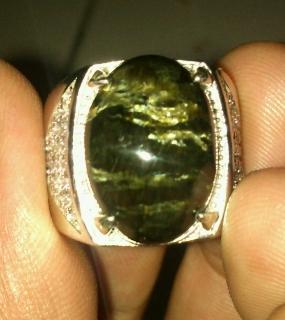 batu black opal serat emas