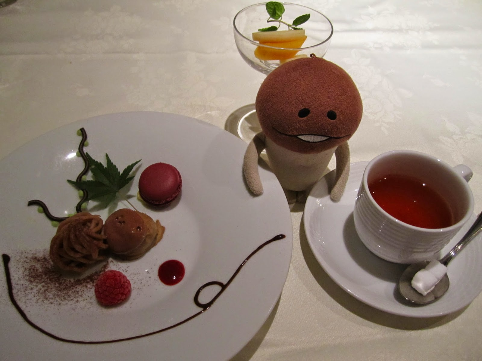 Hotel Neuschloss Otaru Blau Kuste mont blanc, coffee ice cream, and fruits