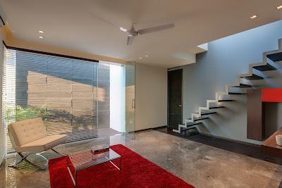 Rumah Overhang 4