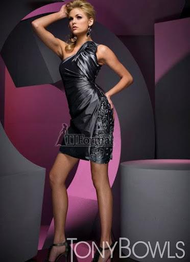 бална рокля от черна дантела и сатен