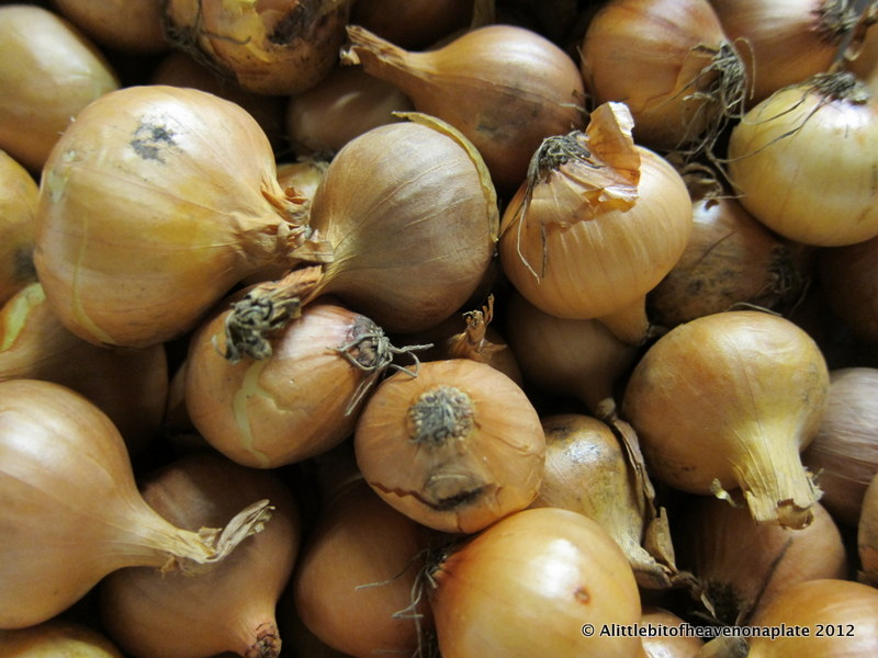 ... bit of heaven on a plate...: Crunchy, spicy pickled onions - recipe