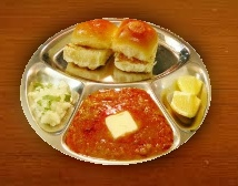 pav bhaji with slice of onion and lemon