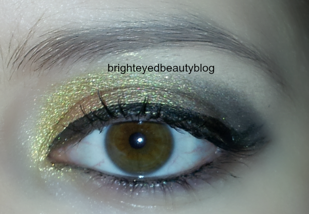 Vice Palette Series: Gold and Grey Graphic eyeliner look